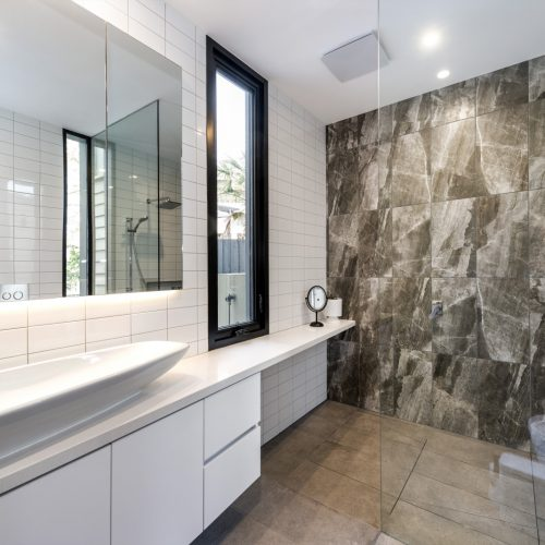 feature tile, natural light, curved basin